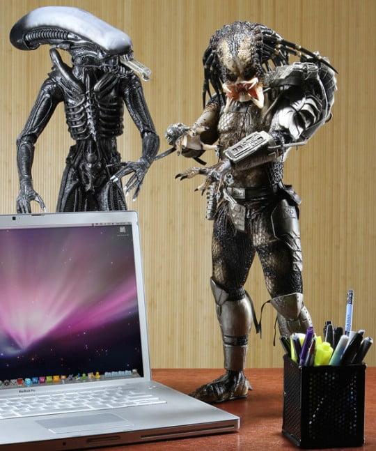 Deluxe-Predator-Action-Figure-with-Alien