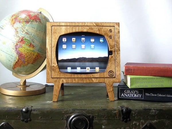 Retro-TV-Wooden-iPad-Dock