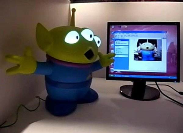 limited edition toy story alien usb webcam geekextreme. Black Bedroom Furniture Sets. Home Design Ideas