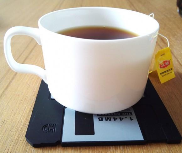 retro-silicone-floppy-disk-drink-coaster