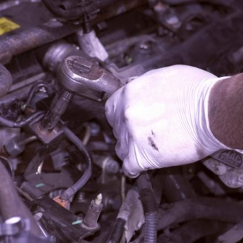 mechanic engine bay e1485363070439