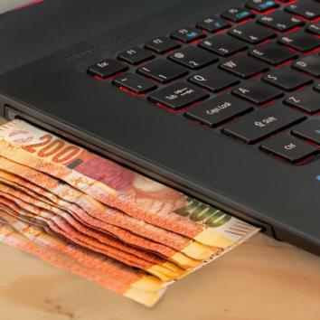 computer spitting money