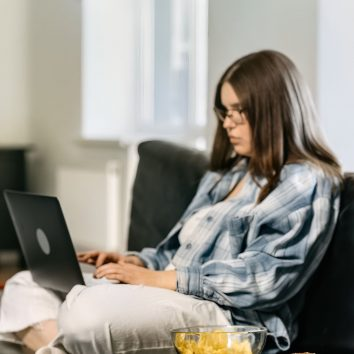woman typing for her writing internship